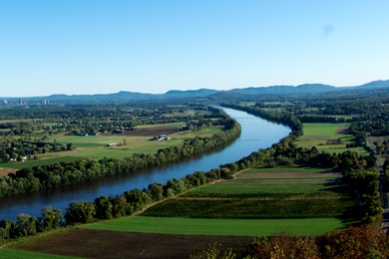 Connecticut_River_Valley_Reggie_Hall-390x260